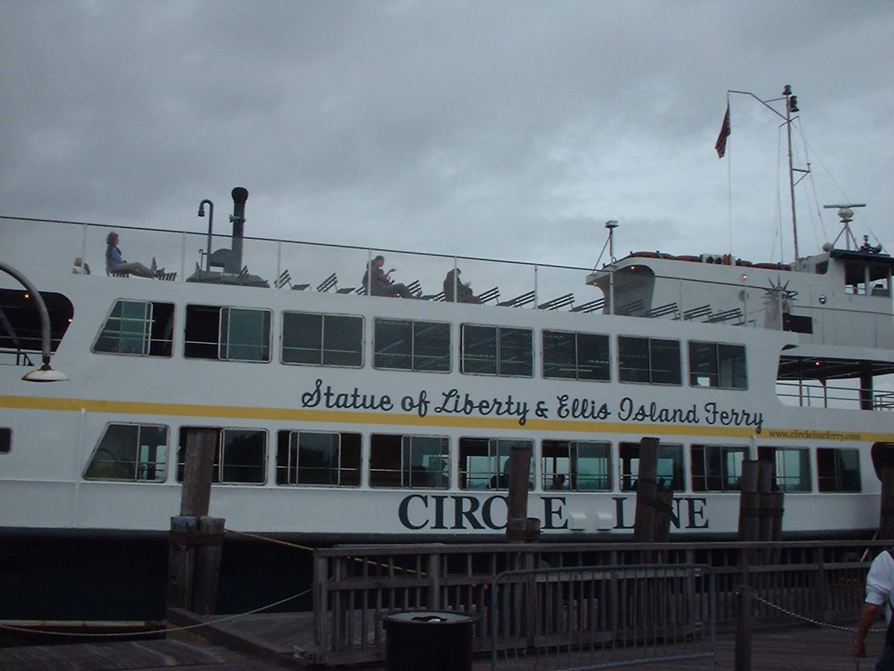 リバティ島行きの船