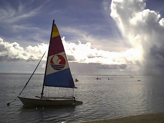 ビーチとヨット