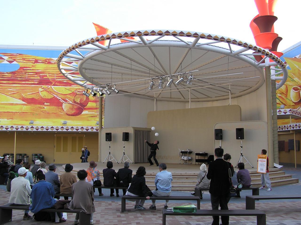 グローバル・コモン5の中央広場