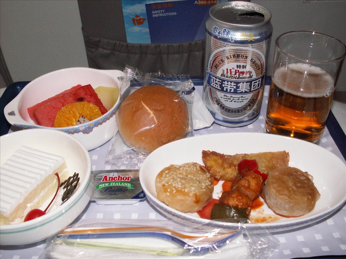 西安へ中国東方航空(MU)機内食