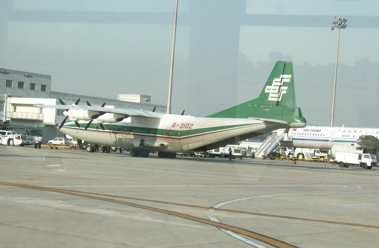 北京空港に駐機中の郵便専用機