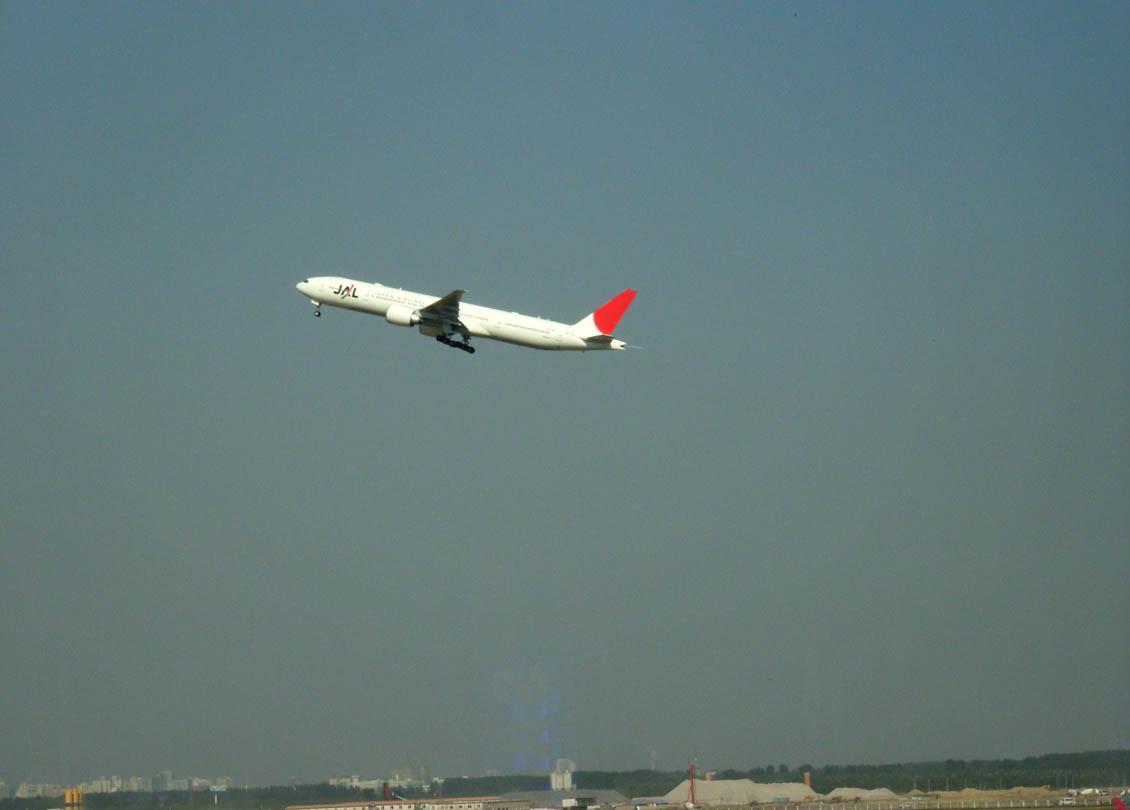 北京空港 日航(JAL)機離陸の瞬間