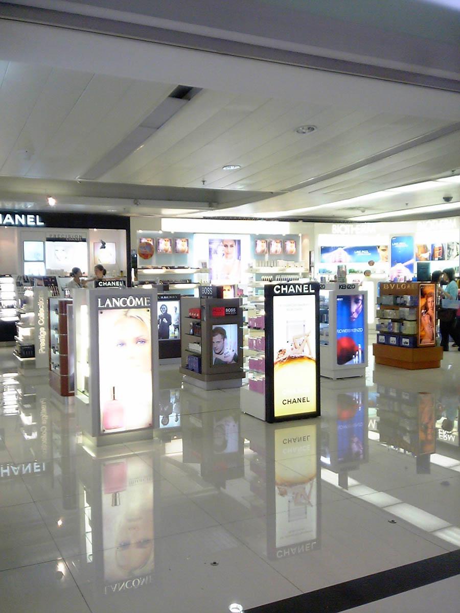 北京空港内 免税化粧品店