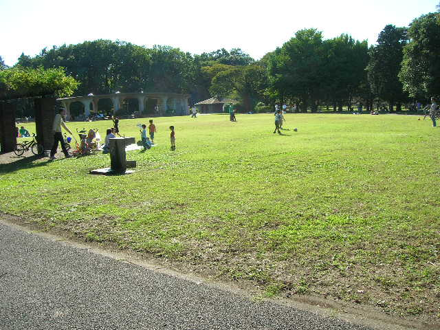 江戸東京たてもの園前の広場