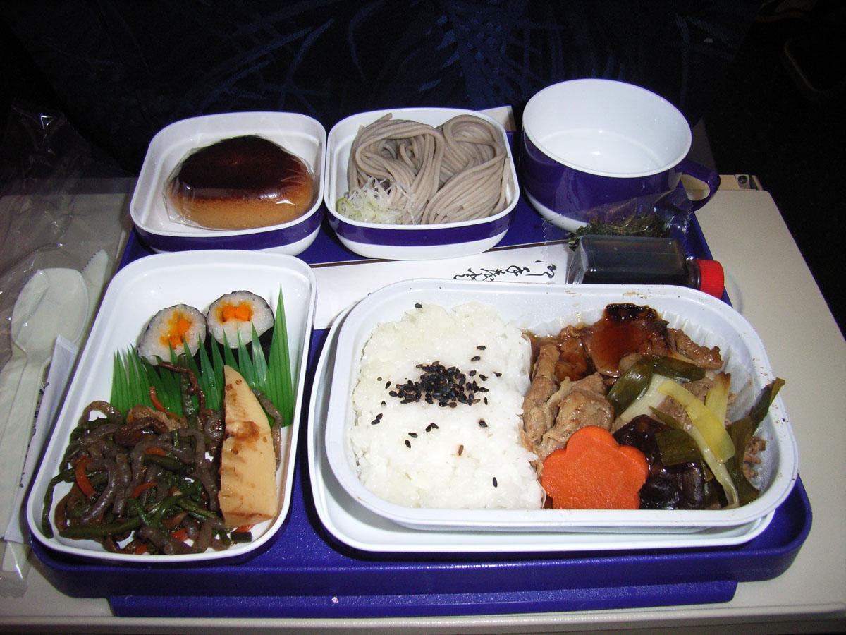 中国東方航空(MU)272便の機内食(1)
