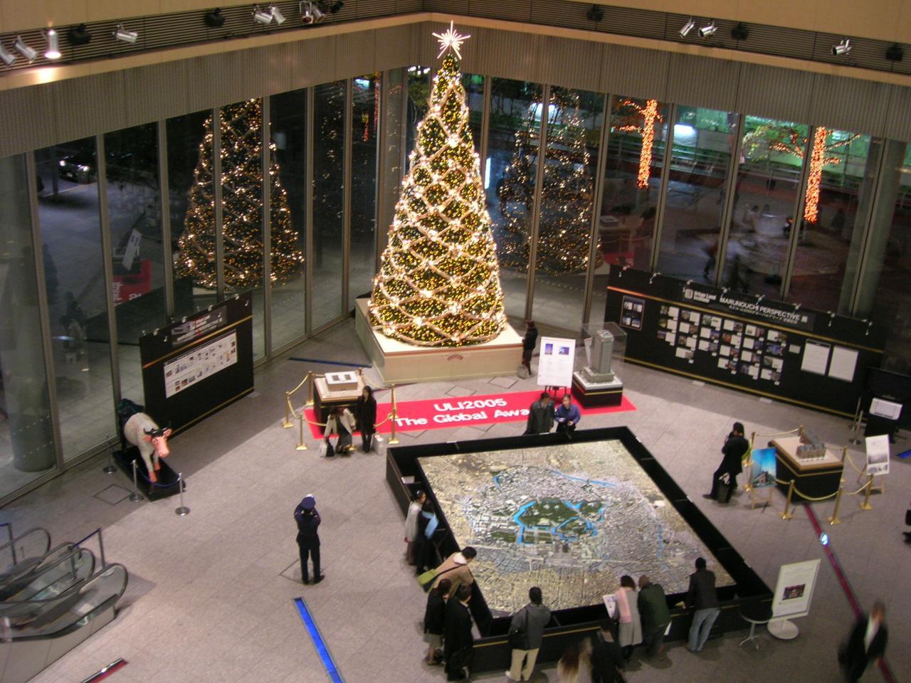 丸の内ビルのクリスマスツリー