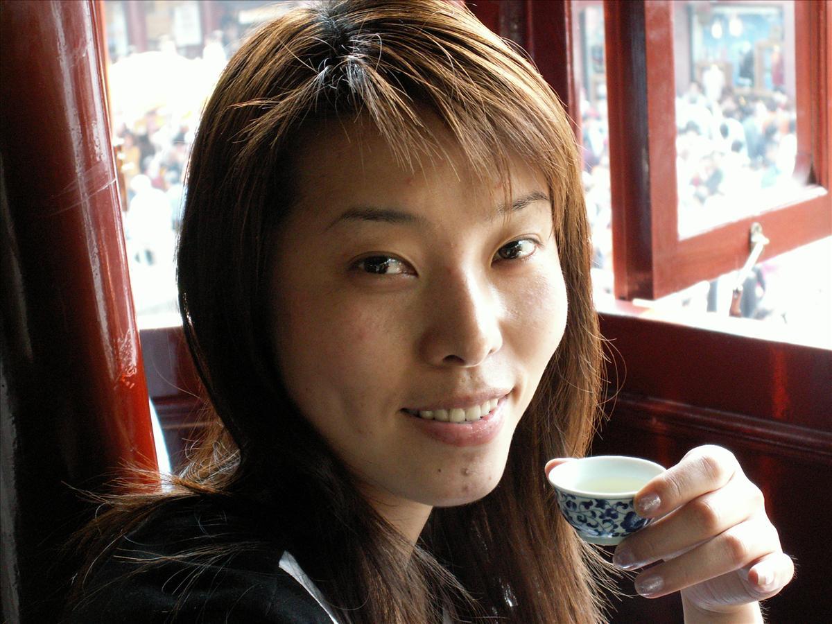 すてきな小姐と湖心亭でお茶を一杯