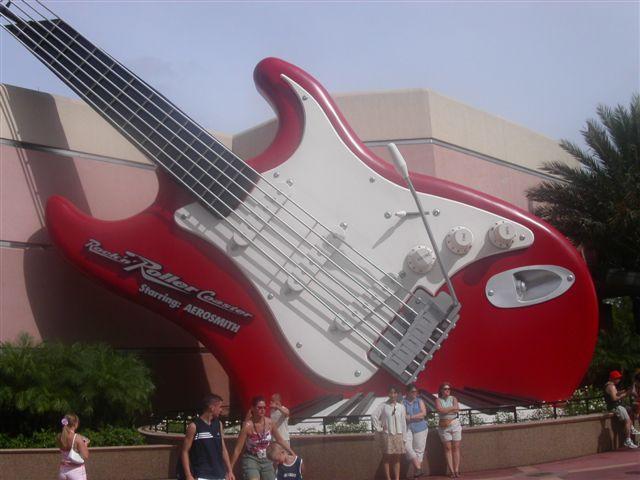 ディズニーワールドの巨大ギター