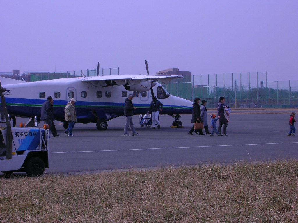 東京から東京の島部 新島へ行く新中央航空