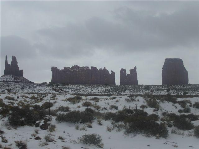 雪のモニュメントバレー
