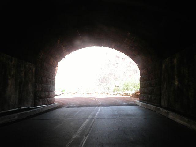 ザイオン国立公園 トンネル