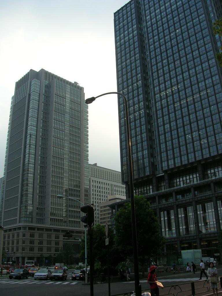 丸ビルと新丸ビル