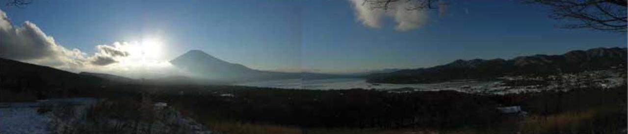 富士山と山中湖のパノラマ