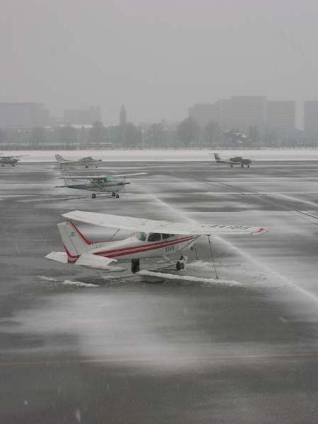 雪の調布飛行場2