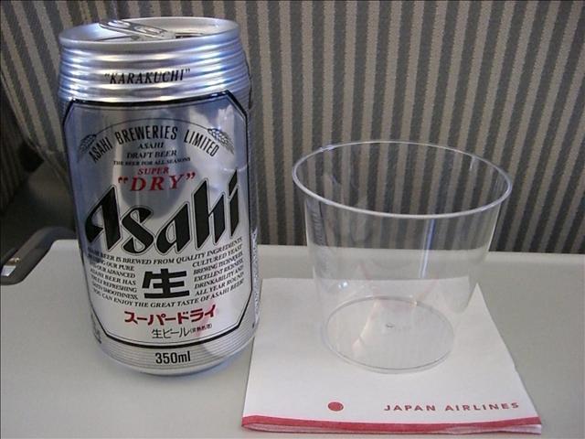 JL(JAL日本航空)603便 機内食ドリンクはアサヒスーパードライ