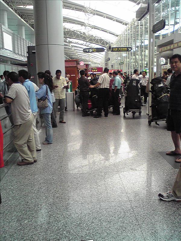 広州白雲国際空港 到着ロビー