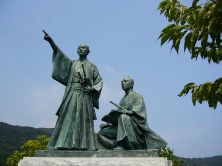 銅像「踏海の朝」