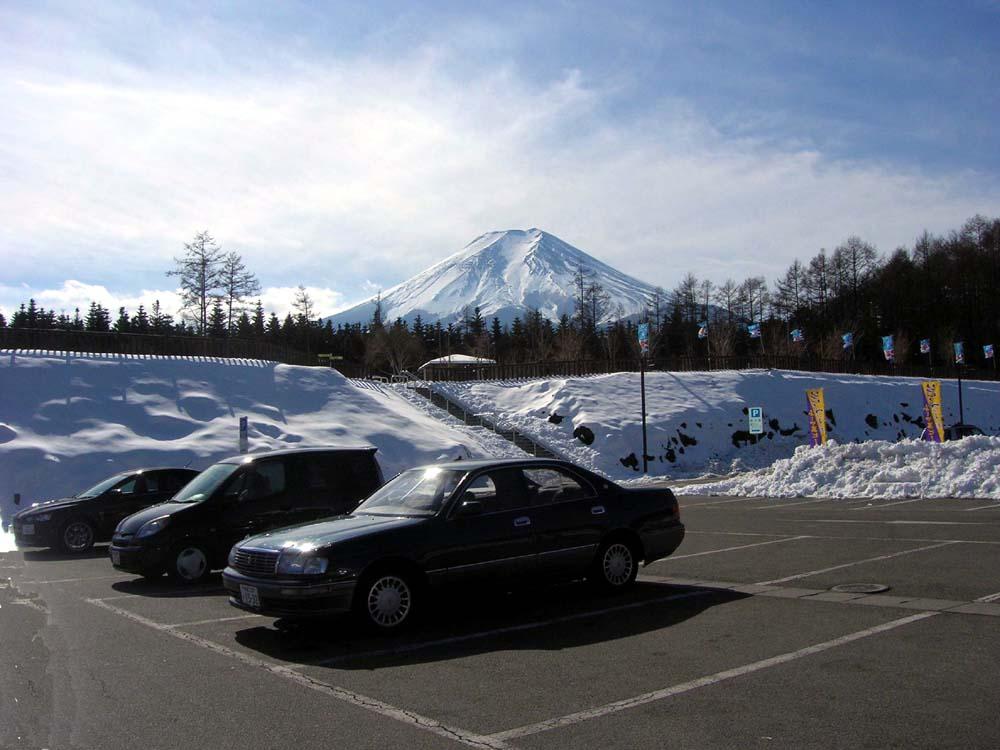 ふじやまビール駐車場からの冨士山