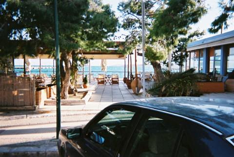 エーゲ海間近のカフェ