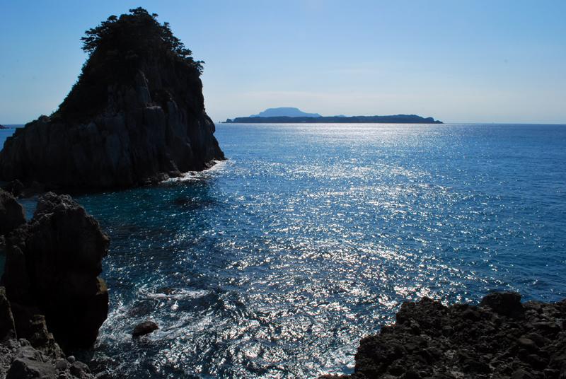新島から式根島遠望