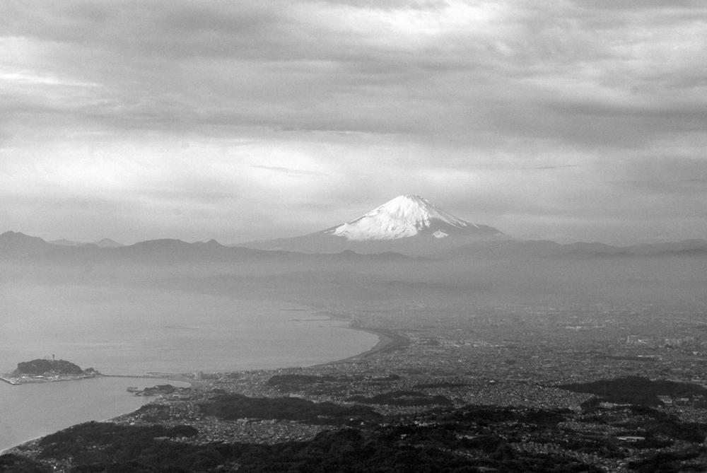 モノトーンの富士山
