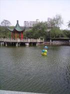 西安革命公園内ある池...