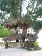 2階建ての木の建物