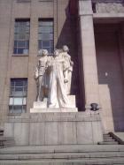 労働者と兵士の像