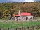 秋の石の家