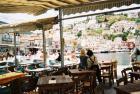 エーゲ海の島のカフェ...